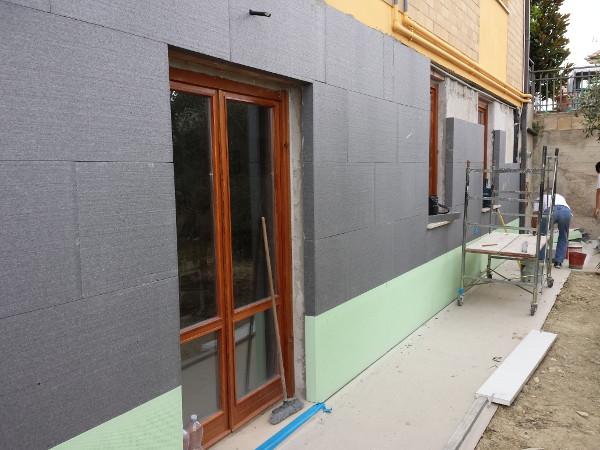 Cappotto termico per isolamento termico edificio impresa - Isolamento termico esterno fai da te ...